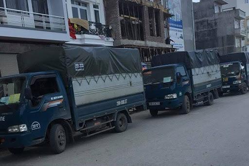 Đội xe vận chuyển hàng hóa chuyên nghiệp