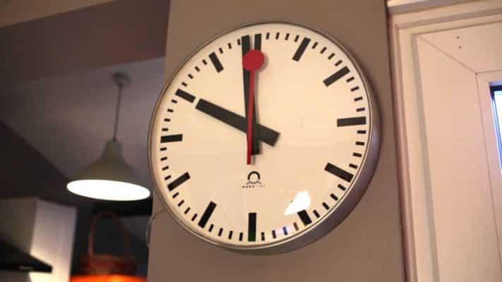 Đồng hồ cũng là một món quá có ý nghĩa trong những dịp tân gia