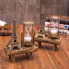 Đồ vật trang trí bàn làm việc như giá sách, giá để bút và các văn phòng phẩm khác