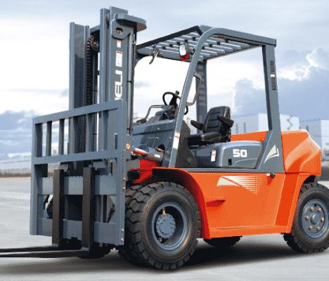 Xe nâng hàng cho thuê của Công ty Chuyển Nhà 24H
