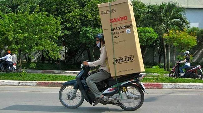 chuyển tủ lạnh bằng xe máy có bị phạt không