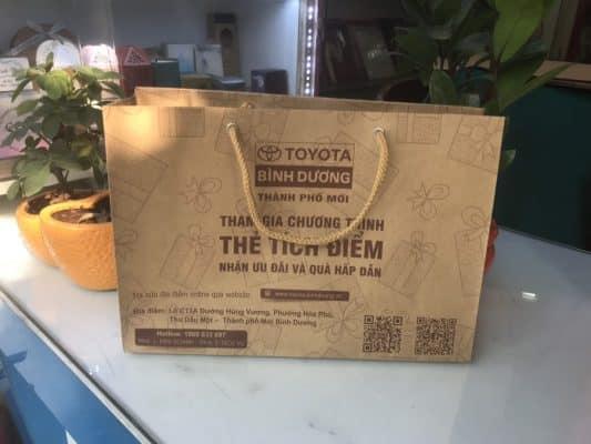 Túi giấy Kraft chắc chắn, và có khả năng bảo vệ môi trường tốt.