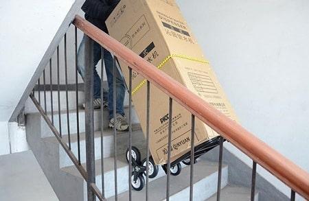 Phương pháp khiêng đồ lên cầu thang an toàn