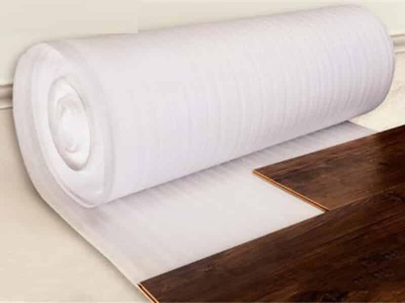 mút xốp lót sàn gỗ màu trắng thường hiện nay